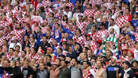 Croatia beat Serbia 2-0