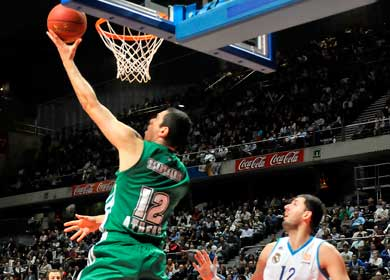 PAO conquers Madrid, gets to one win from playoffs