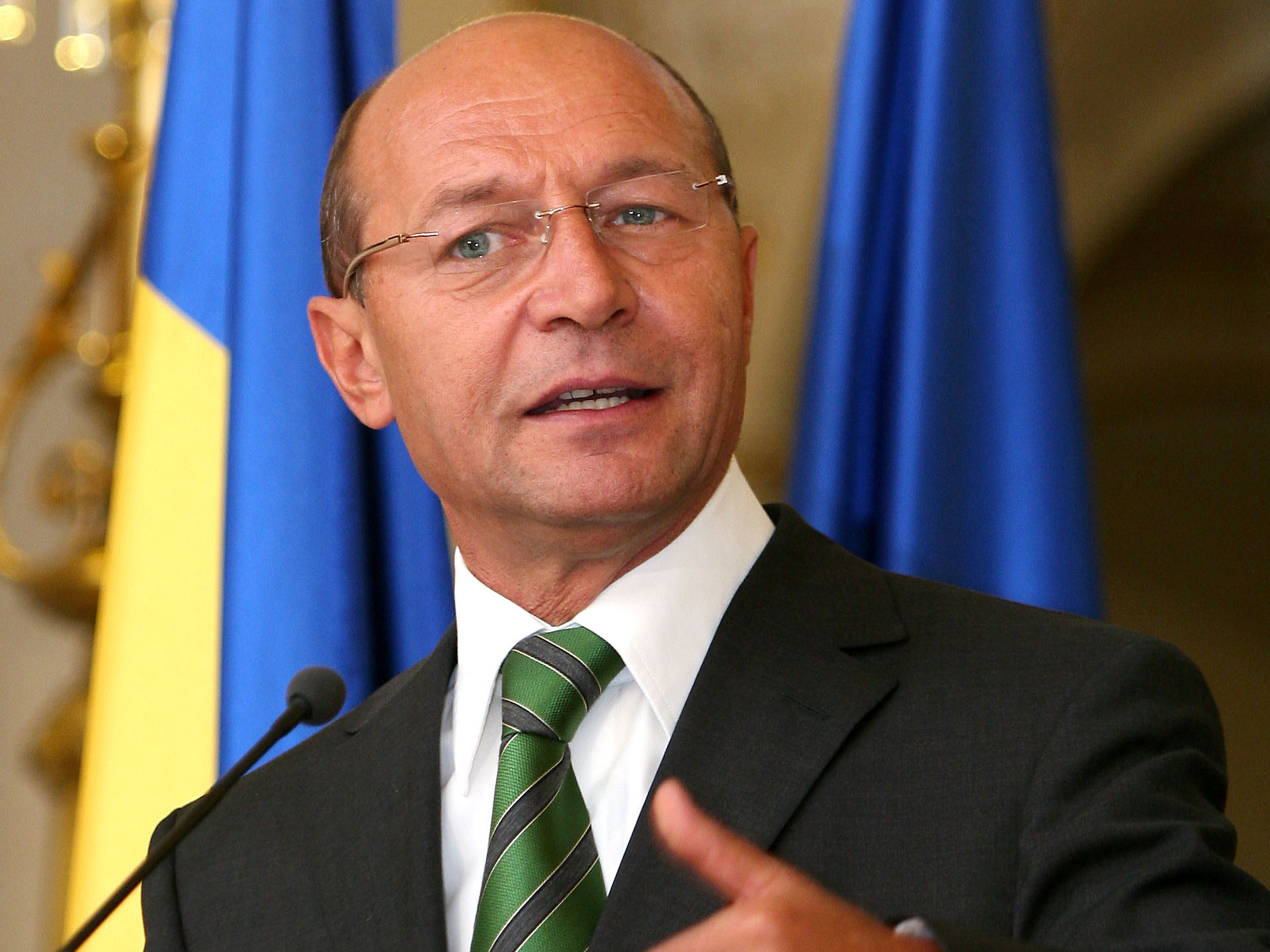 Basescu: 2009 referendum should be starting point of amending the Constitution