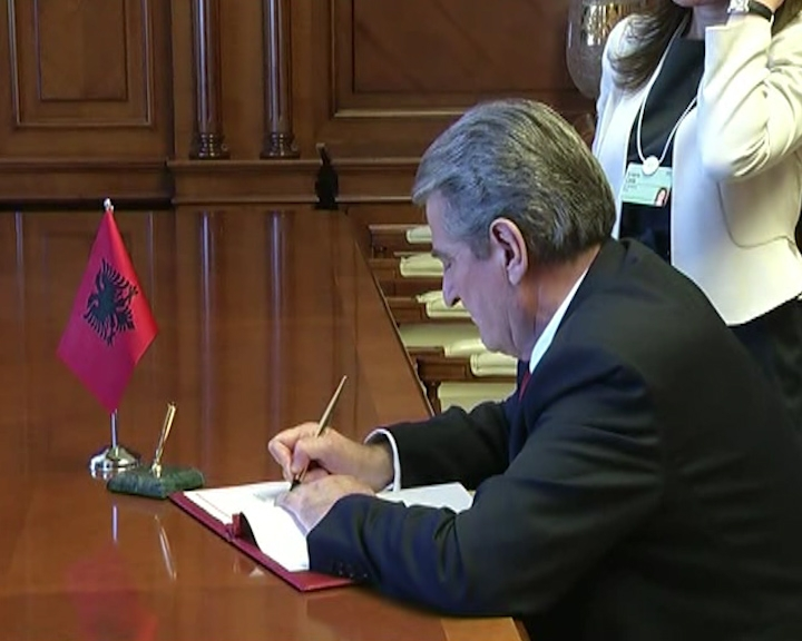The Albanian government decides to provide free housing for 500 families in Tirana