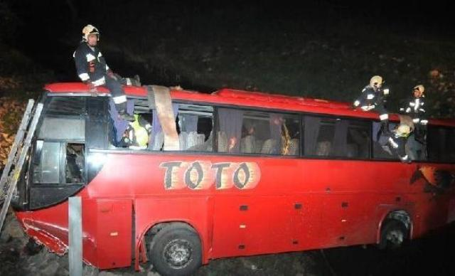 Bus with travelers from FYROM involved in an accident in Hungary, 21 wounded