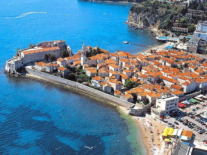 Russians put properties owned in Montenegro for sale