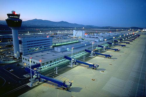 "Chinese investors ""eye"" Greek airports"