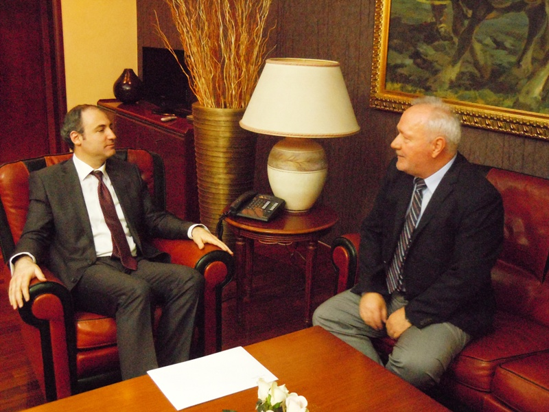 Montenegro holds talks with Albania on regional energy projects