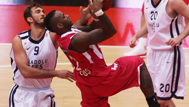 Anadolu Efes loses nail-biter to Olympiakos in Euroleague playoffs