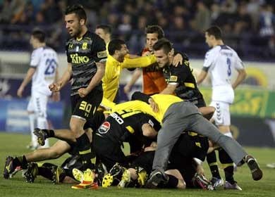Aris, Panthrakikos add spice to relegation dogfight