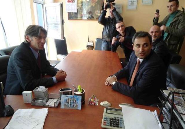 Albania's Ambassador holds meets Albanian and Macedonian mayoral candidates in Struga