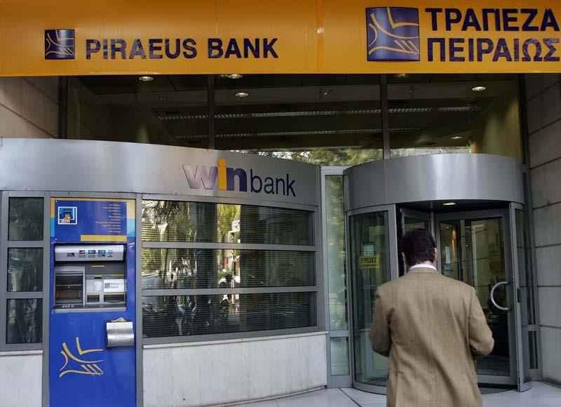 Sale of banks in Greece a 'political decision'