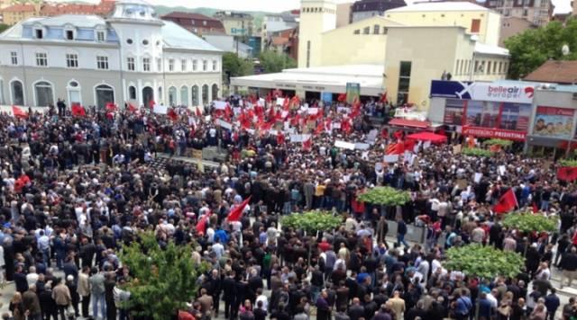 Protestors in Pristina demand the reviewing of EULEX mandate