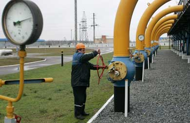 Greece changes term of gas privatization to accomodate Gazprom, source says