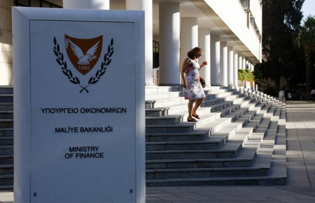 Tax revenues fall 10 per cent in first quarter