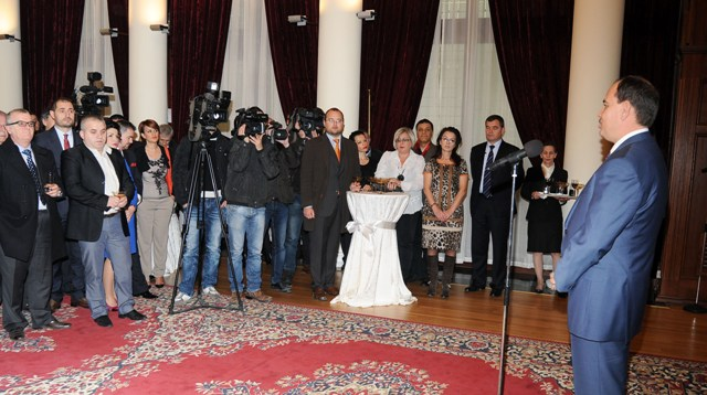 President Nishani urges media to avoid unnecessary tension during the elections