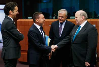 Eurogroup paves way for Greece to receive 7.5bln in two tranches