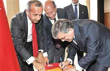 Turkish President Gül welcomes move to continue charter talks
