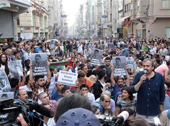Workers and BDP members march in Istanbul to protest Lice clashes