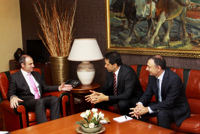 Foreign Minister Bumci meets with representatives of the Azerbaijani government
