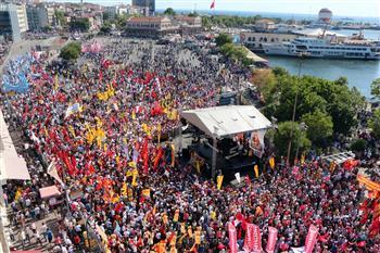 Demonstration marking 1993 Sivas massacre joins hands with Gezi Park