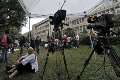 Public against ERT shutdown, snap elections, polls show