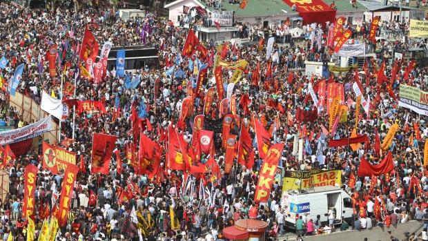Taksim Square turns battlefield – Does the crisis benefit Erdogan?