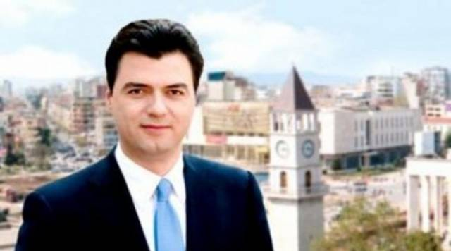 """Mayor of Tirana is made """"Honored Citizen of Pristina"""""""