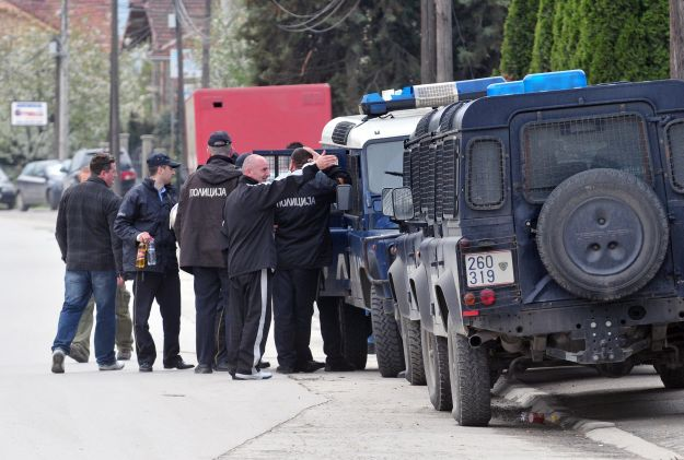 A ring of people transporting asylum seekers to Germany arrested by police