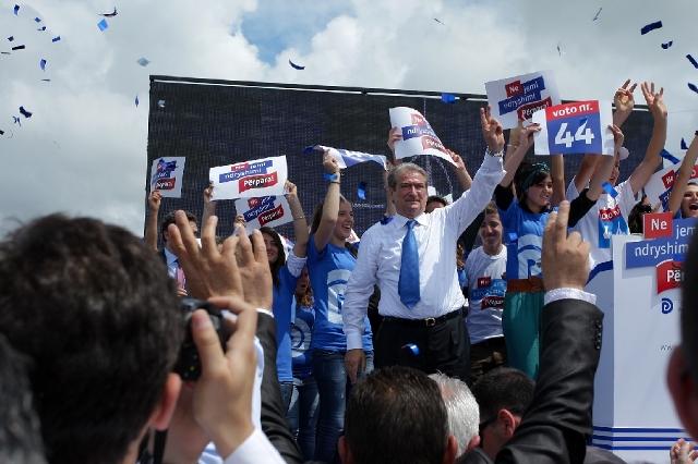 Premier Berisha urges voters to abandon the opposition