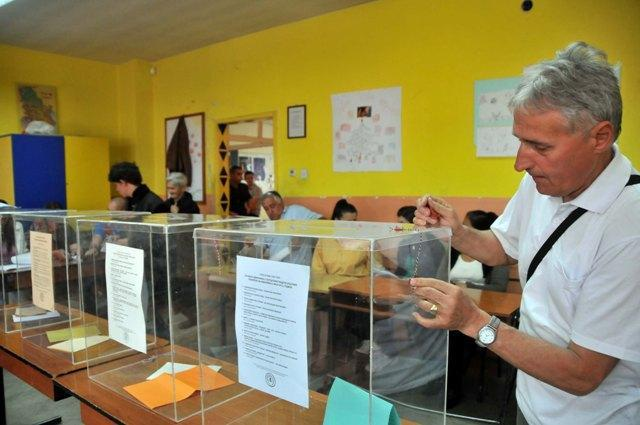 Local voting signals general elections in Serbia