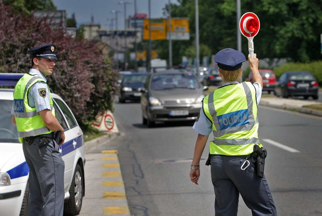 Slovenian government troubled by police strike