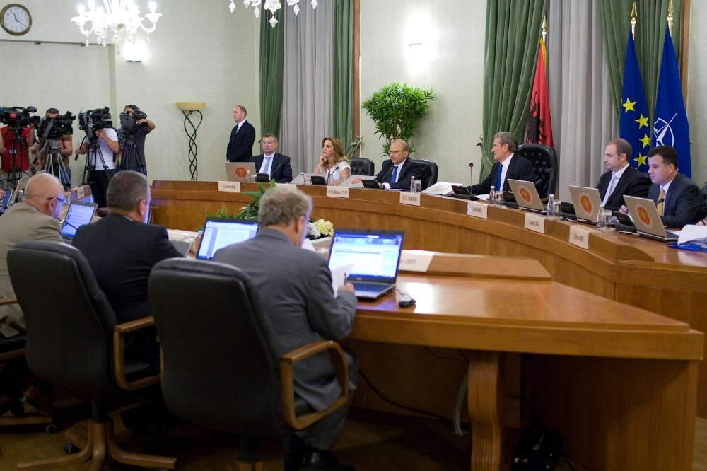 Albanian government decides to increase pensions and wages for civil servants