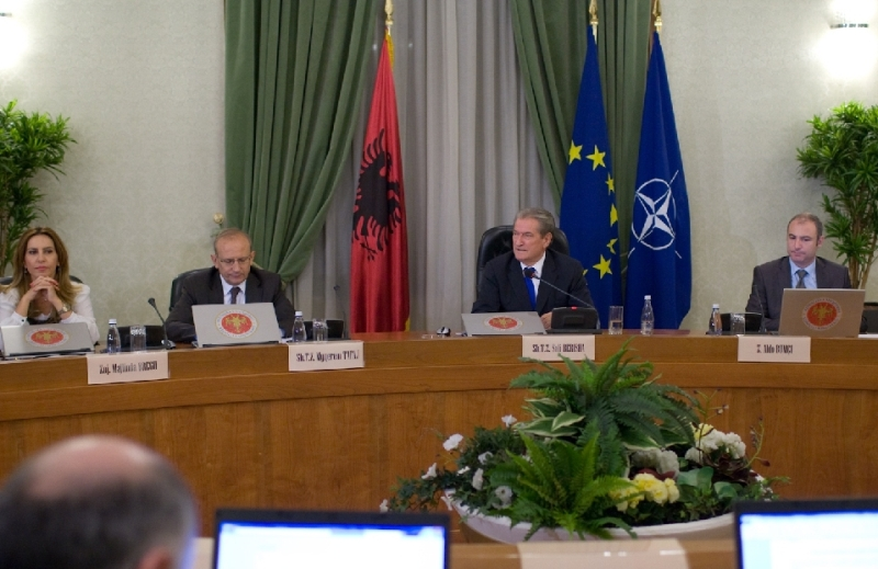 The Albanian government decides to cut expenses in the 2013 budget