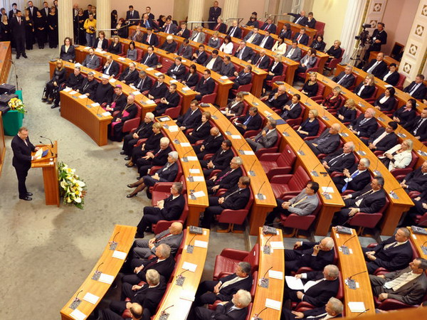 Media speculate on the collapse of the ruling coalition