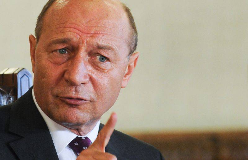 Basescu promulgates the new law on stray dogs