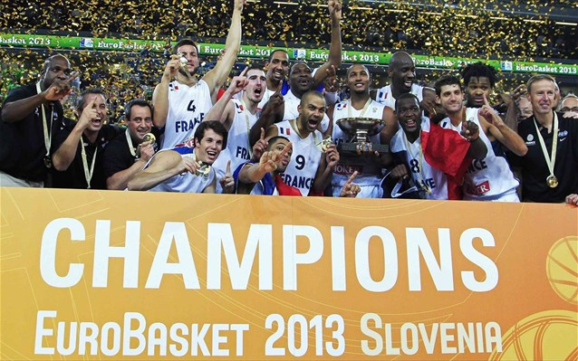 """Tricolor"" celebrate their victory at the Eurobasket 2013 finals"