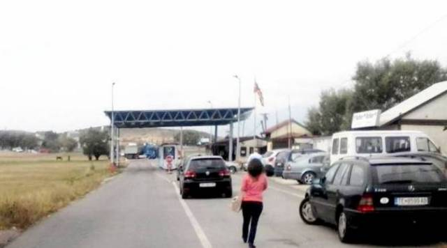 Border between FYROM and Kosovo opened for 30 minutes every two hours