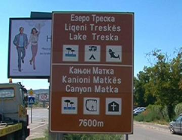 Road signs in the Albanian language ordered to be taken off in FYR Macedonia