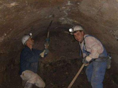 Bosnian Coal Miners on Strike Spent Night Inside Coal Mine