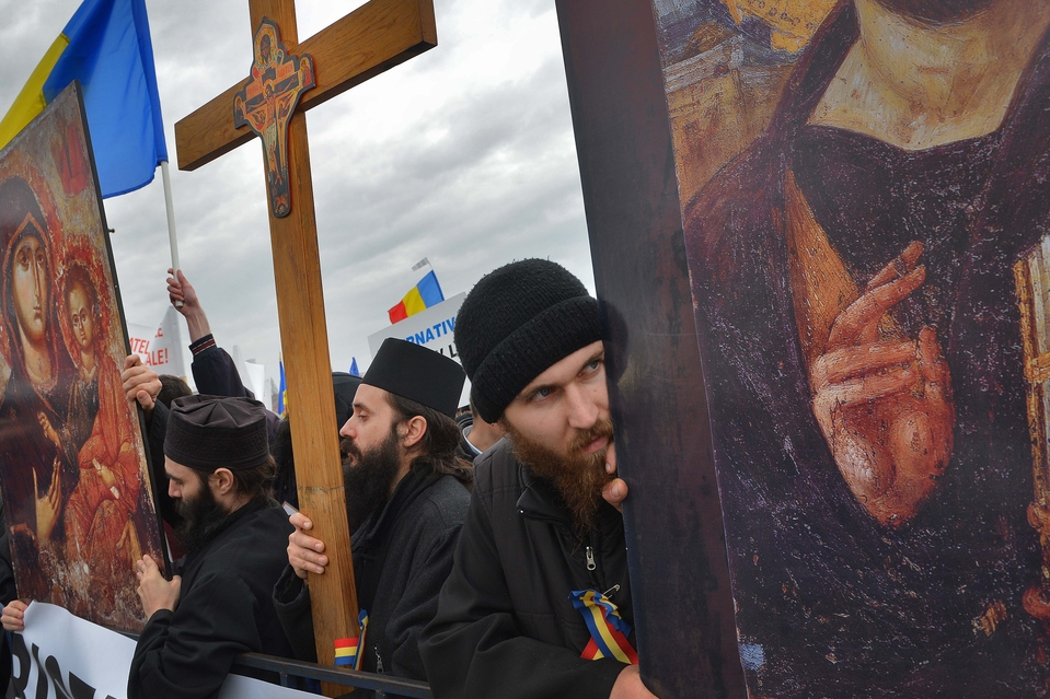 Romanian Orthodox Church calls on priests to steer away from anti-shale gas protests