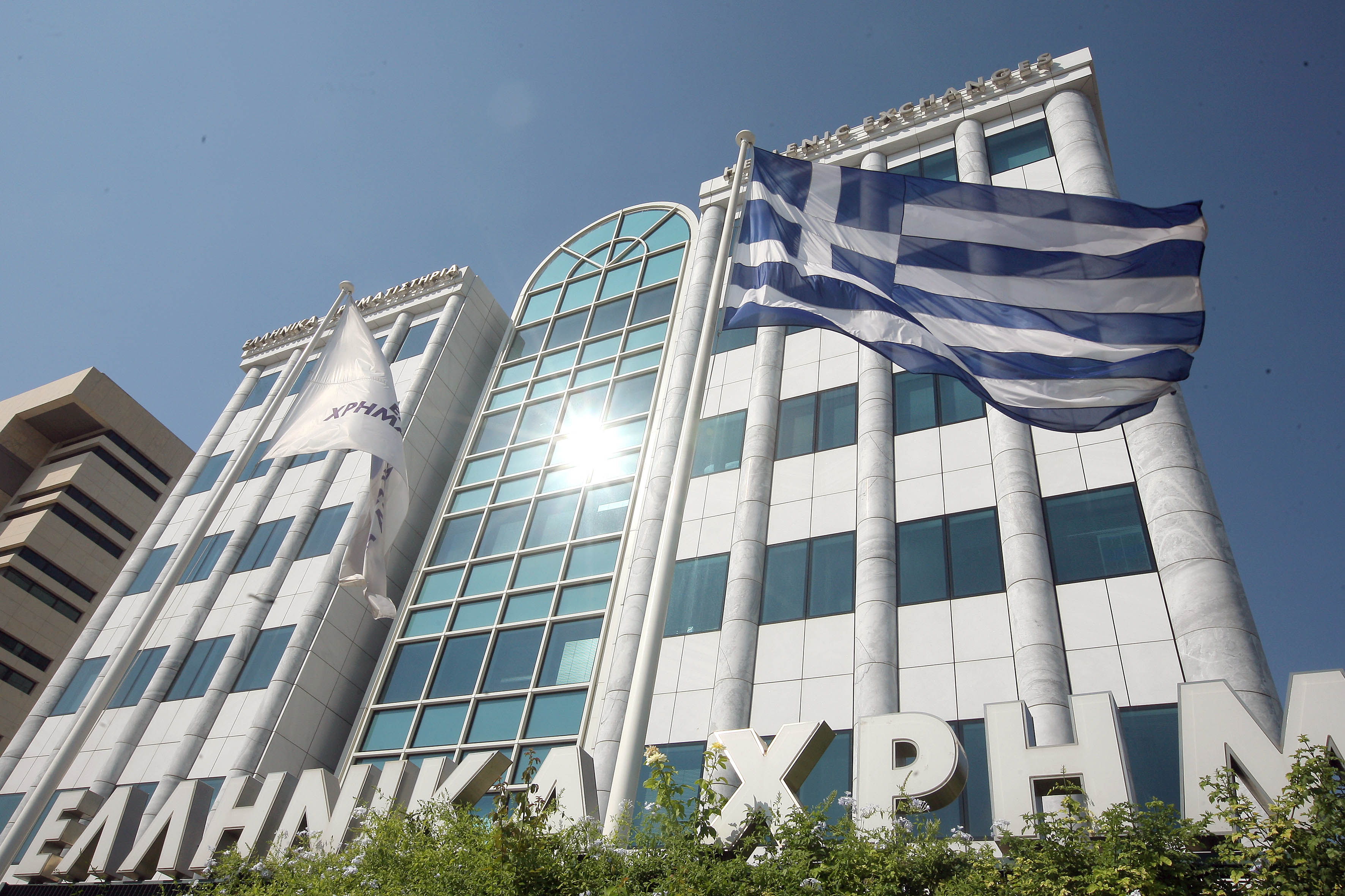 Greek banks attract foreign investors as Athens stock market hits 2 year high