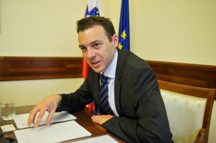 Slovenia's dilemma: private borrowing or international aid?