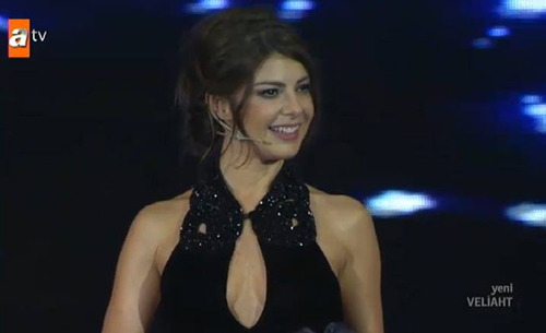 Presenter's cleavage stirs reactions in Turkey
