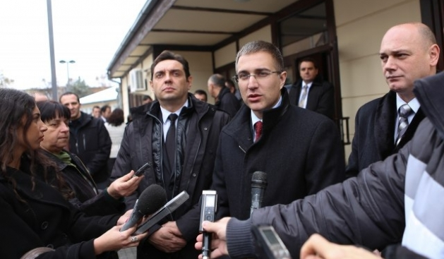 Serb officials hold an electoral campaign on November 28