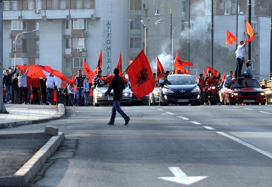 Albanians in FYROM celebrate November 28