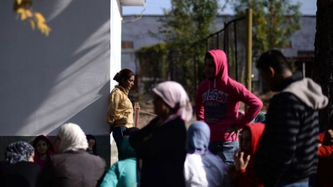 Bulgaria expelling 30 refugees, some suspected of 'terrorist links'