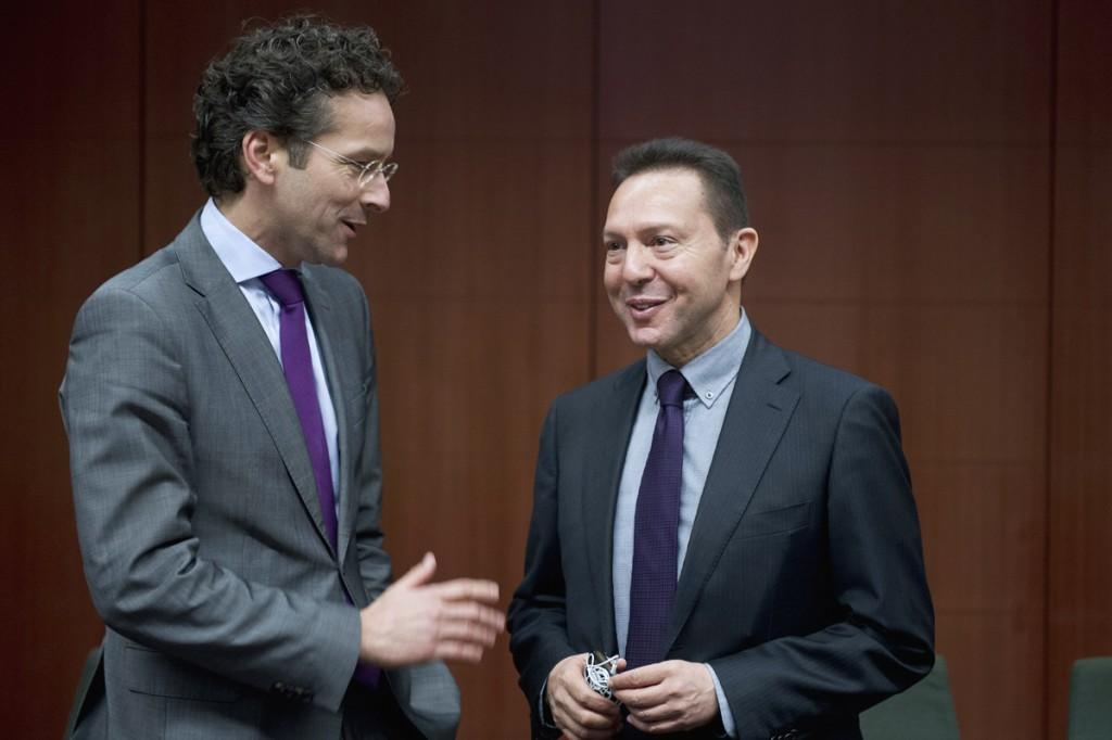 Eurogroup throws ball in Greece's court