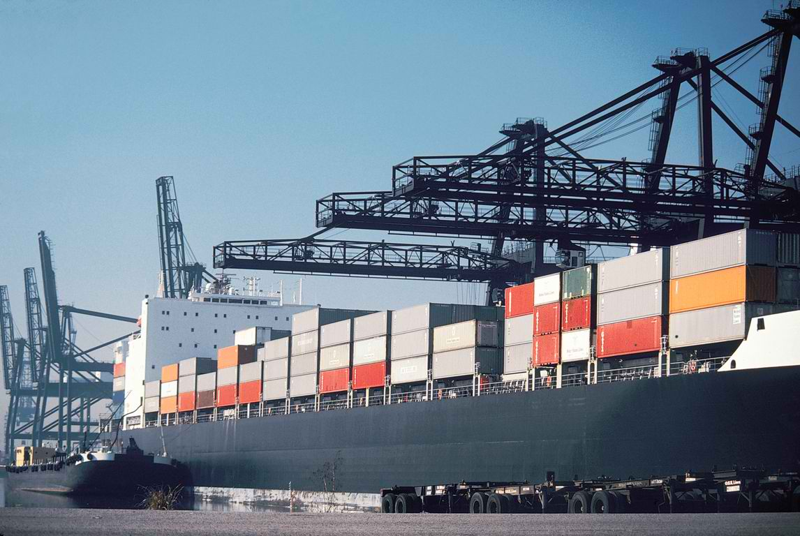 Romania's exports up, imports down over the three quarters of 2013