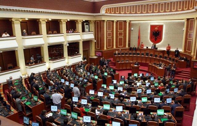 Parliament discusses cuts in expenses