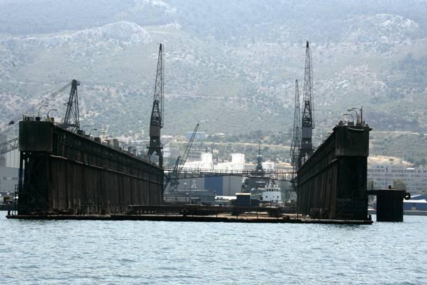 "Possible solution for the Skaramangas shipyard ""ante portas"""