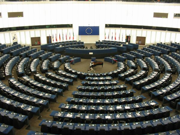 European Parliament criticizes the Troika