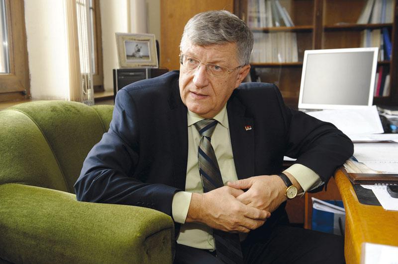 Serbian Progressives top official resigns