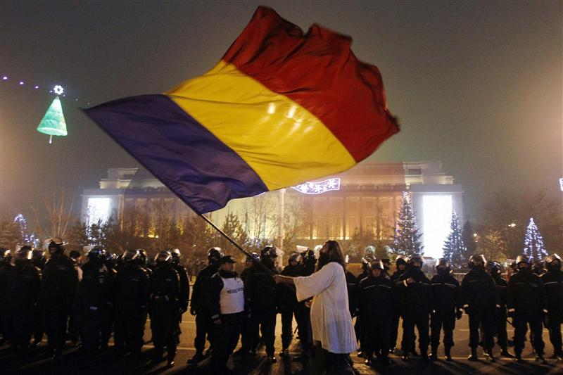 Clashes in Bucharest over controversial amendments that boost MPs' impunity